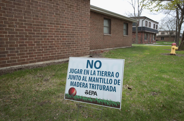 sign in Spanish warning residents not to play on grass at East Chicago superfund site