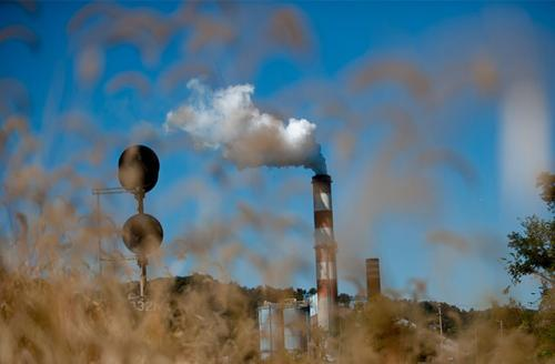 A plume of exhaust extends from the Mitchell Power Station, a coal-fired power plant built along the Monongahela River, 20 miles southwest of Pittsburgh, on September 24, 2013.