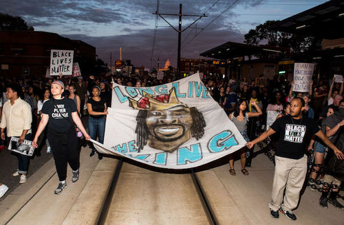 """Protestors hold sheet with Philando Castile's face on it, """"Long live the king."""""""