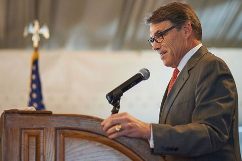 Former Texas Gov. Rick Perry speaks to the crowd at the Marriott St. Louis Airport Hotel on September 11, 2015, in St. Louis, Missouri.