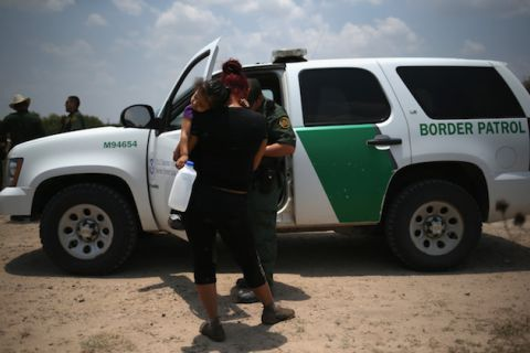 U.S. Agents Take Immigrants With Undocumented Status Into Custody
