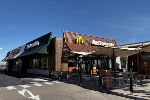 exterior of a McDonald's fast food restaurant