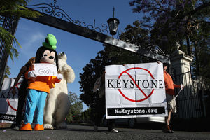 Keystone Oil Pipeline Protesters Demonstrate Outside Of Obama Fundraiser